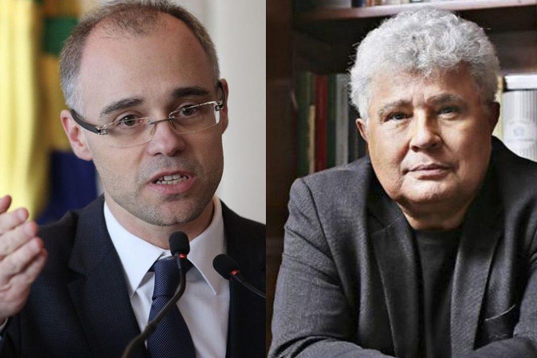 Mendonça pede à PF para investigar post de Noblat que associa Bolsonaro ao nazismo