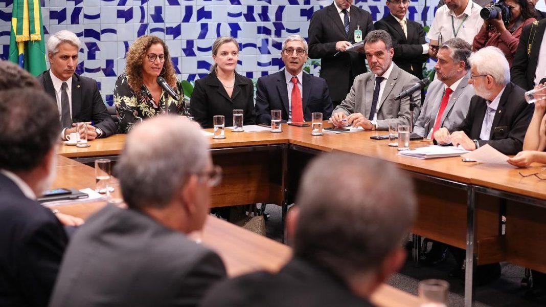 Oposição torce mais pela queda de Bolsonaro do que pela liberdade dos brasileiros