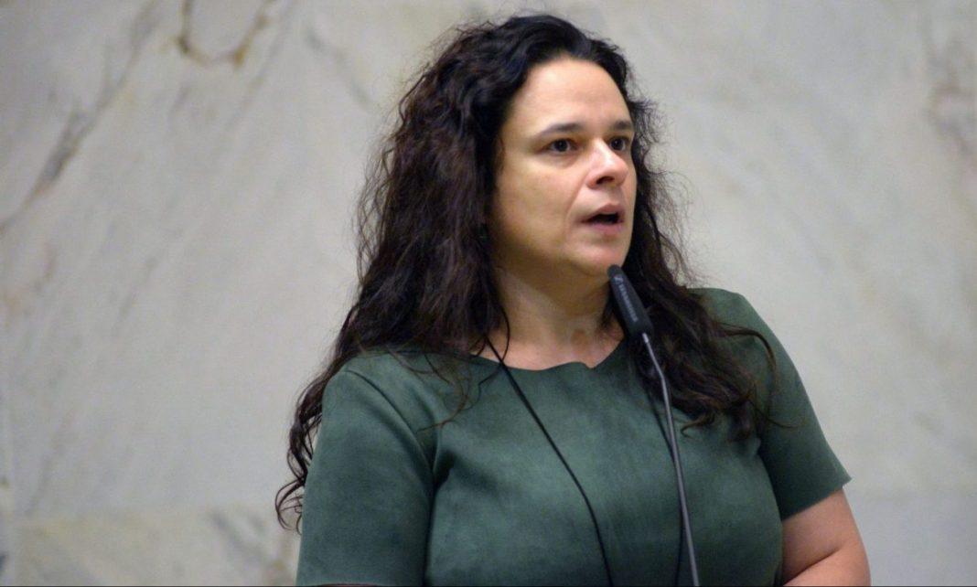 Janaína ironiza operação da PF contra Serra: