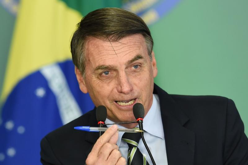 Bolsonaro defende a liberdade e fala em vetar o PL das fake news: