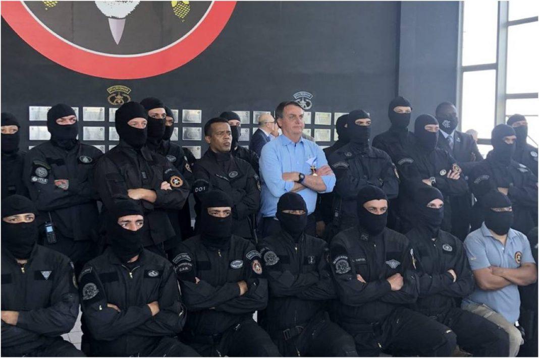 Bolsonaro faz visita surpresa ao batalhão do BOPE: