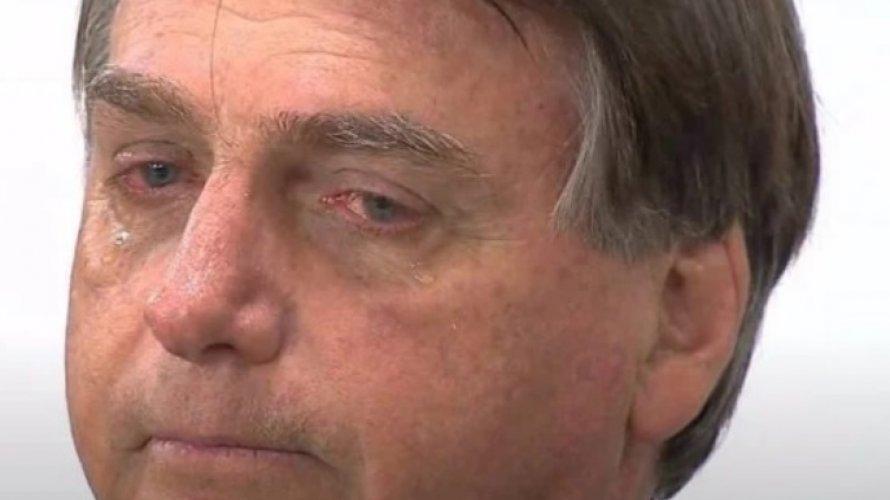 Bolsonaro vai às lágrimas ao relembrar facada durante homenagem: