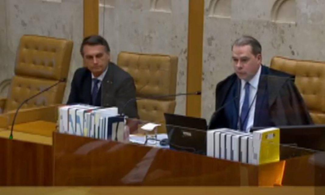 Em visita surpresa ao STF, Bolsonaro alfineta ministros: