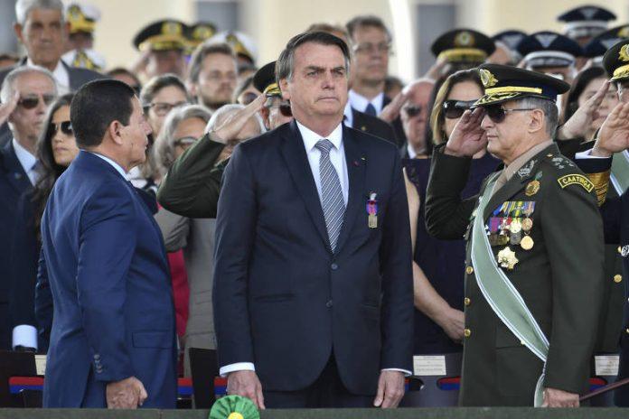 Bolsonaro cita as Forças Armadas e destaca: