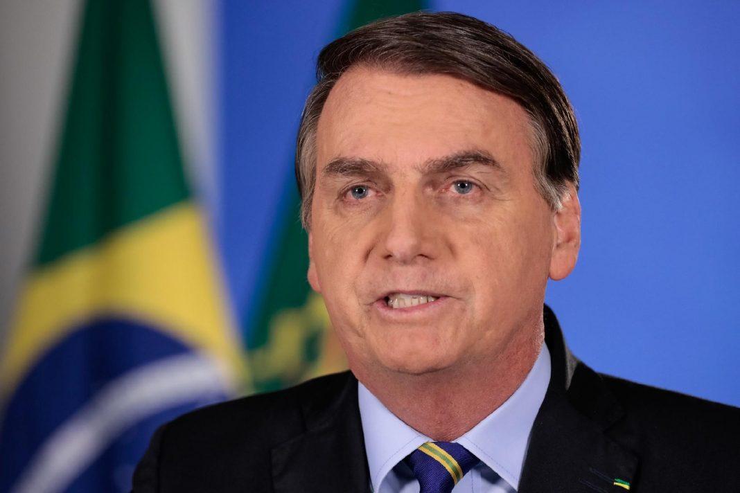 """""""Não compraremos vacina da China"""", diz Bolsonaro a ministros, segundo reportagem"""