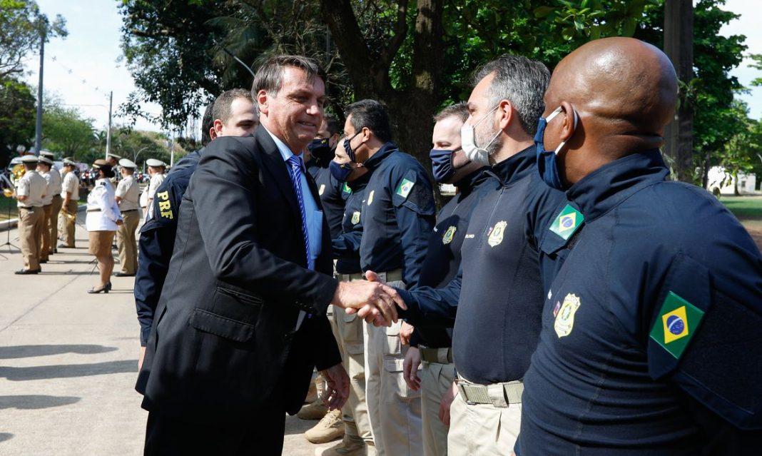 Bolsonaro anuncia abertura de 2 mil vagas para concurso da PF em 2021