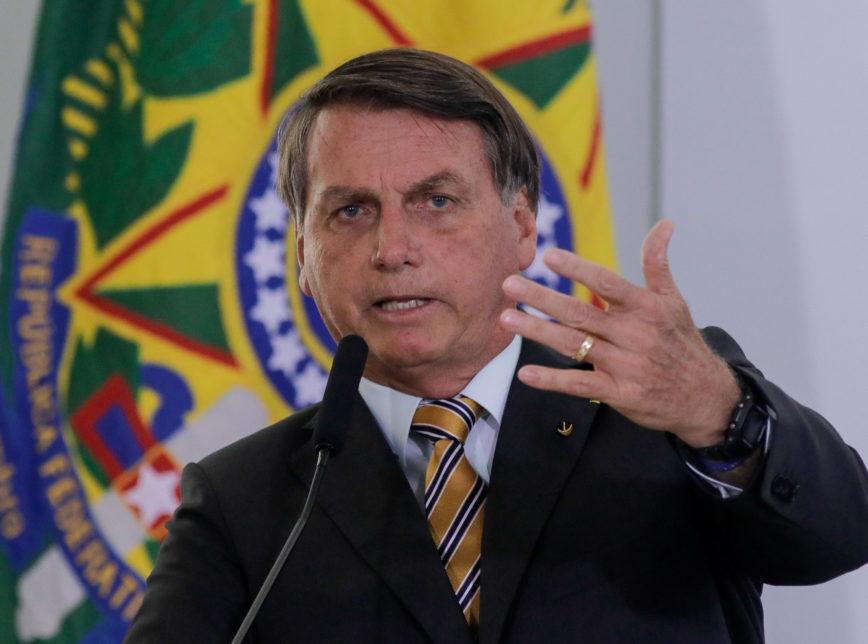 Bolsonaro diz que infectados pelo Covid-19 devem iniciar o