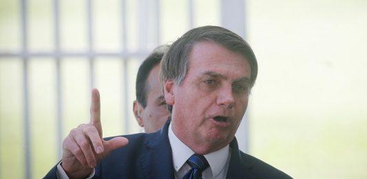 """Bolsonaro alerta sobre vacina: """"Se tiver efeito colateral, não vão cobrar de mim"""""""
