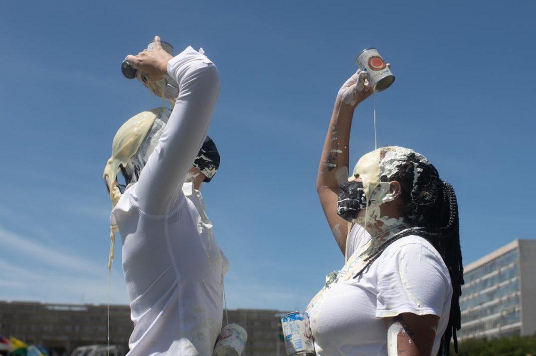 Em protesto contra Bolsonaro com
