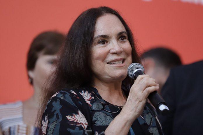 """Regina Duarte: Se a vacina não elimina proibições, """"que diabos ela está fazendo?"""""""