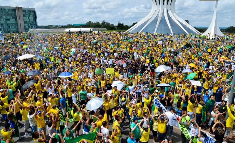 Uma pergunta à mídia: a ocupação de quase 100% dos hotéis em Brasília é de robôs?